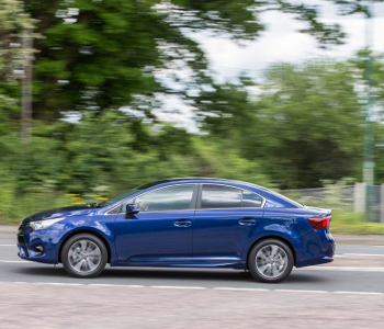 2015 Avensis saloon exterior dynamic PC 3 FEATURE
