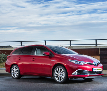 Auris Hybrid Touring Sports 02 feature